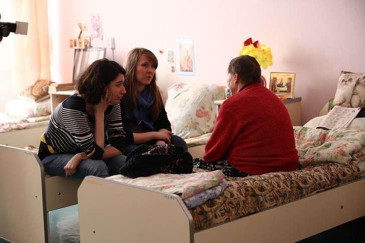 Помощь пожилым людям на дому волонтеры отопление частного дома под ключ цена москва