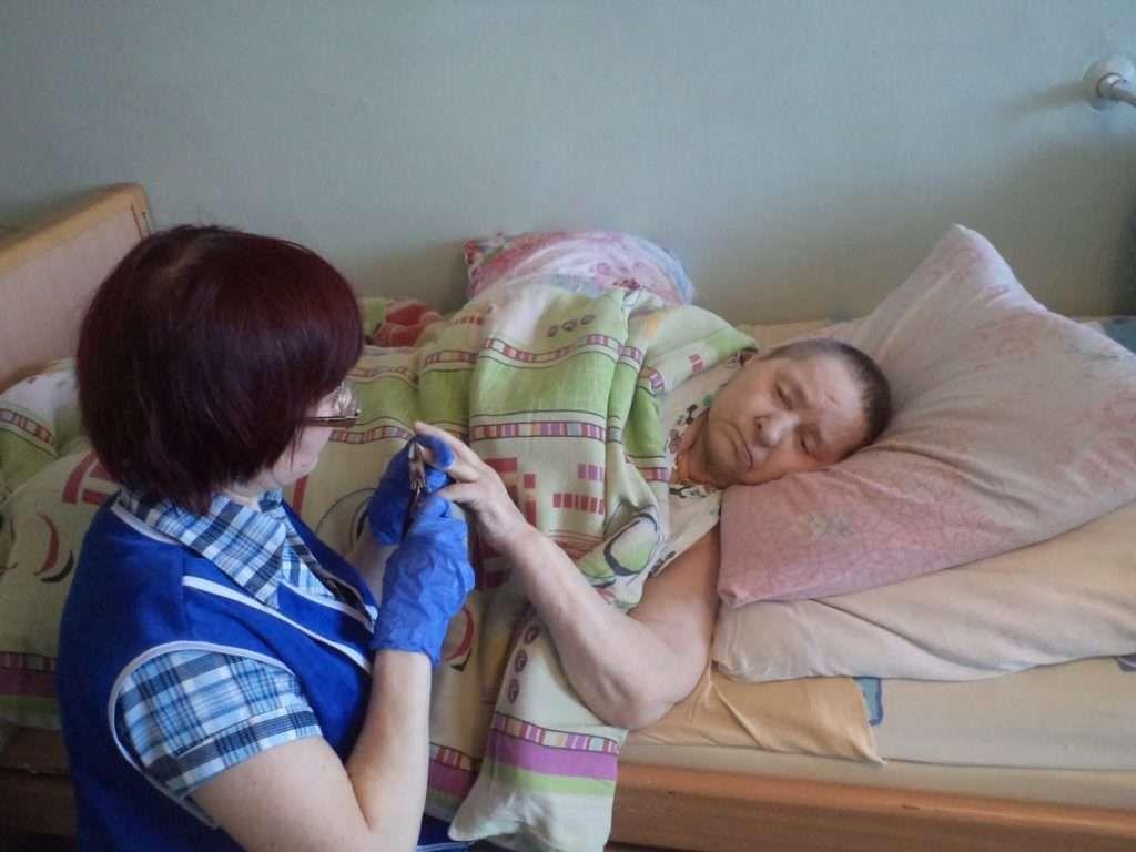 Стрижка ногтей для пожилых людей на дому пансионат для пожилых людей работа