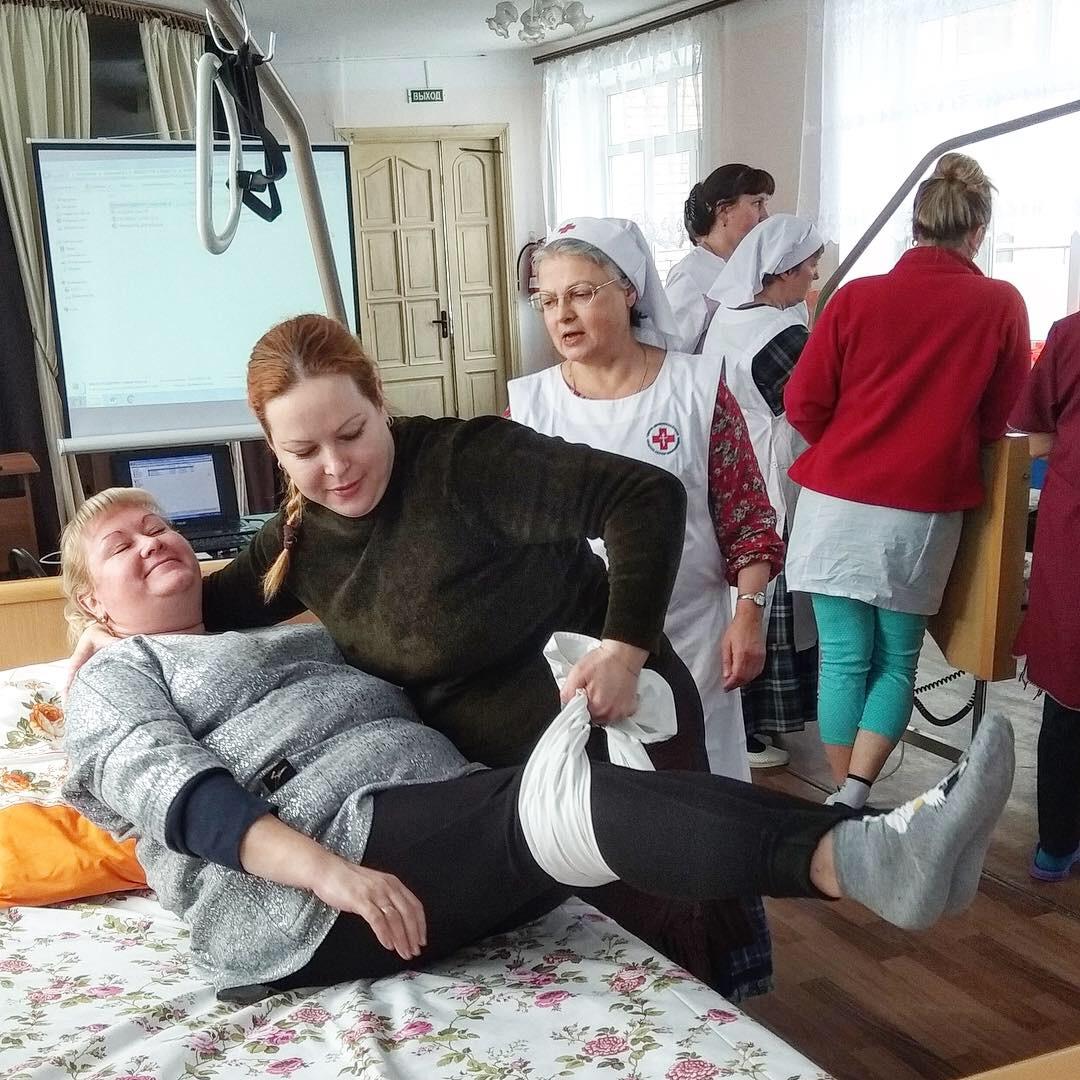 Работа санитаркой в московской области в доме престарелых реабилитация после перелома шейки бедра пожилого человека